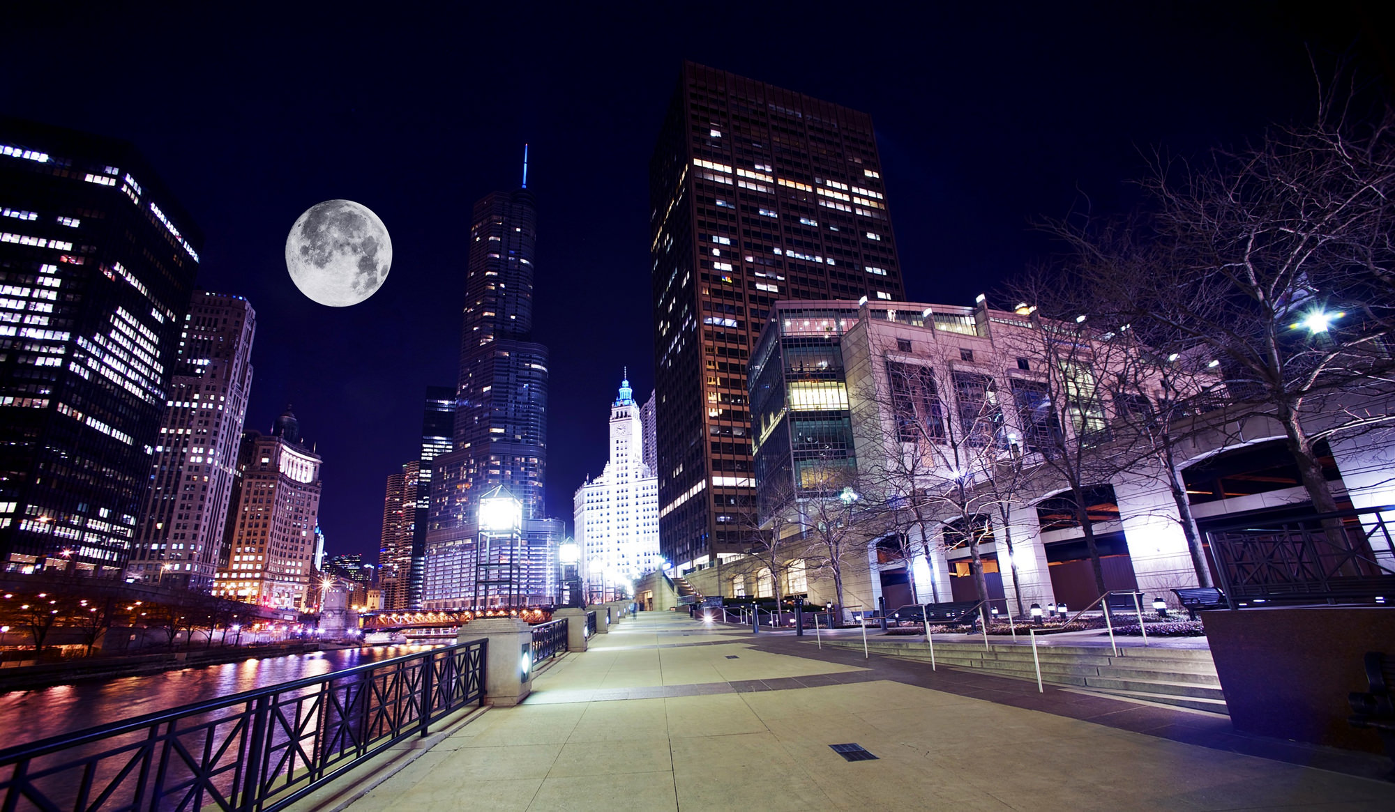 Chicago_River_Toward_West_Moon_2000_x_1165